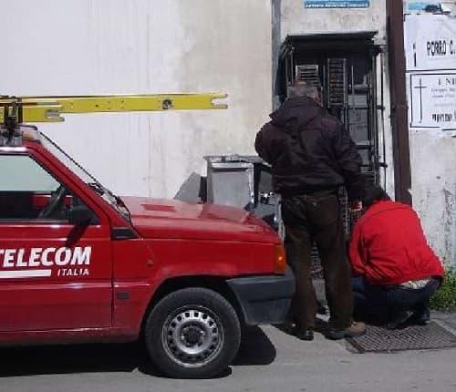 operai Telecom a lavoro