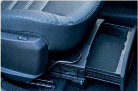 cassetto sotto il sedile passeggero